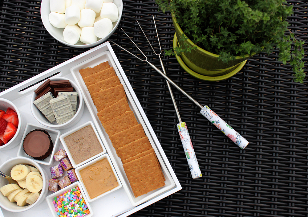 Build Your Own S'mores Bar - Missalaneyus
